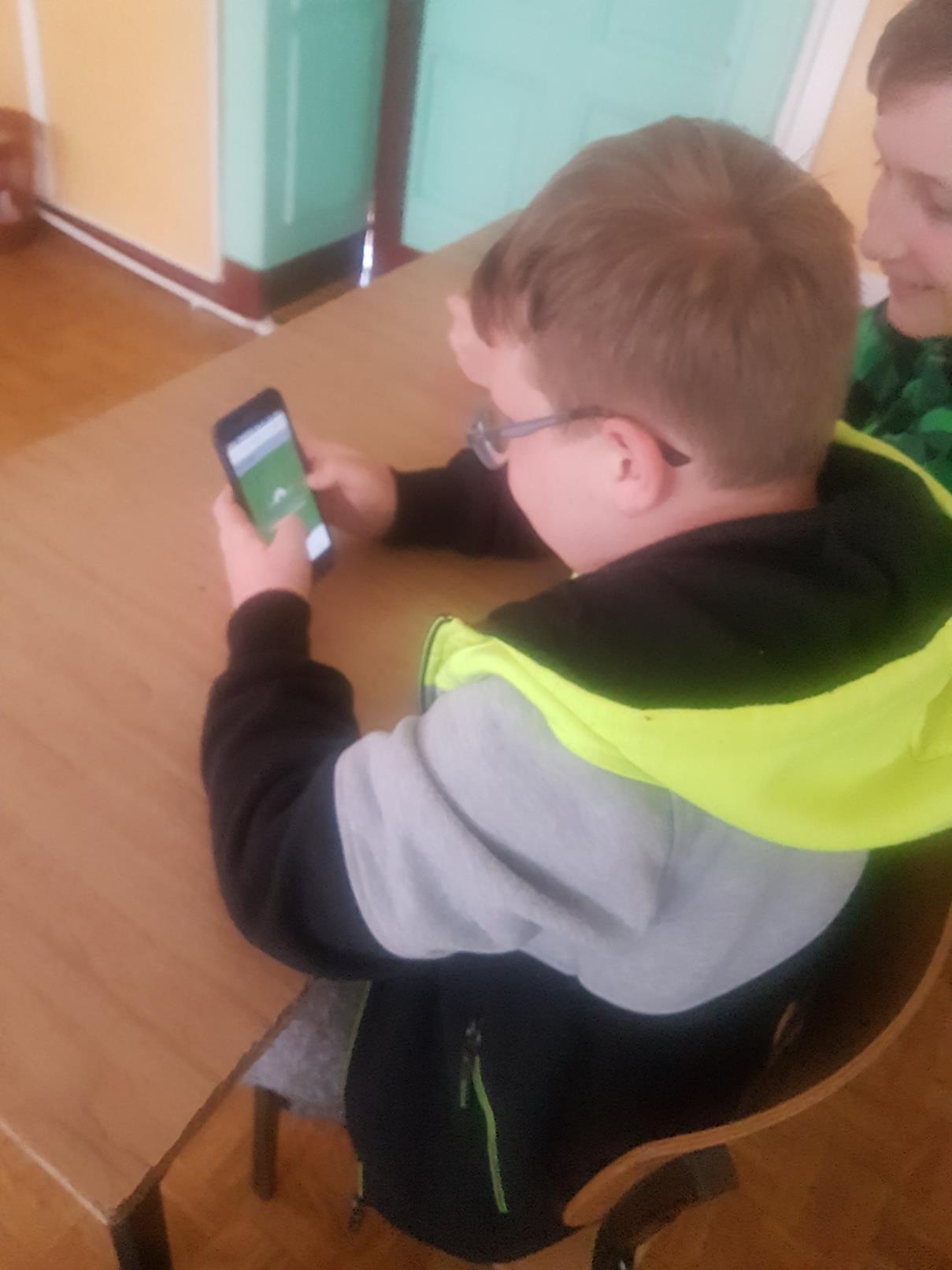 lekcje polskiego18 - Kahoot na lekcji języka polskiego. Telefon na lekcji? TAK! FILM