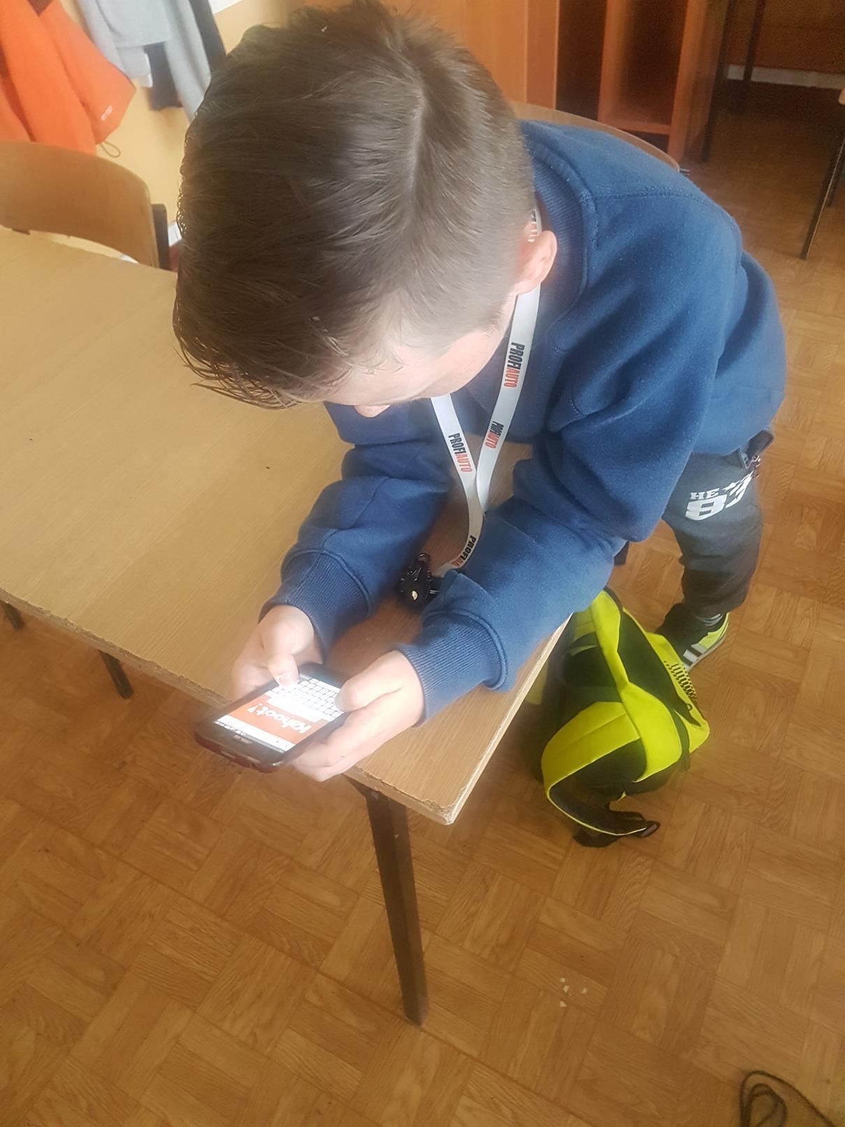 lekcje polskiego19 - Kahoot na lekcji języka polskiego. Telefon na lekcji? TAK! FILM